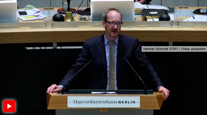 In seiner Rede zum Berliner Kleingartenschutzgesetz betont Henner Schmidt, wie wichtig die Sicherung der Berliner Kleingärten ist. Er sieht Einstimmigkeit aller Fraktionen zur Sicherung der Kleingärten auf landeseigenen Flächen.